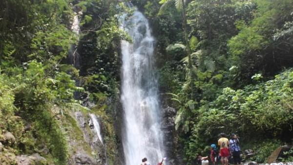 Bagi yang menyukai air terjun, cobalah bertamasya ke Curug 7 Cilember di Desa Jogjogan, Kecamatan Cisarua, sekitar 20 km dari Kota Bogor. Sesuai namanya, wisatawan tidak hanya akan menemukan satu, tapi tujuh air terjun yang tersebar di Desa Jogjogan (Idris/dTraveler)
