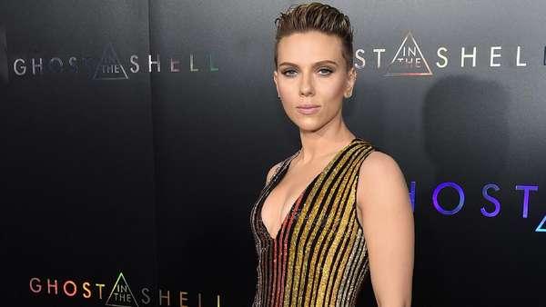 Scarlett Johansson Kaku Kayak Robot