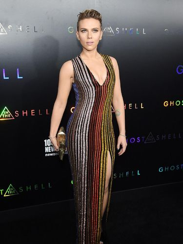 <i>Hot Mama!</i> Seksinya Scarlett Johansson di Premiere 'Ghost in the Shell'