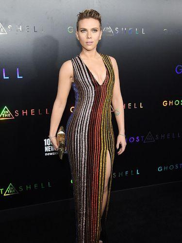 <i>Hot Mama!</i> Seksinya Scarlett Johansson di Premiere 'Ghost in the Shell'