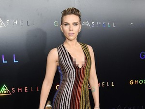 Hot Mama! Seksinya Scarlett Johansson di Premiere Ghost in the Shell