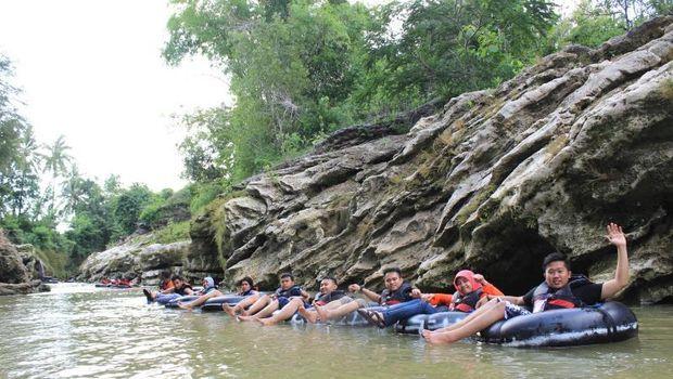 River tubing di Sungai Oyo, Yogyakarta