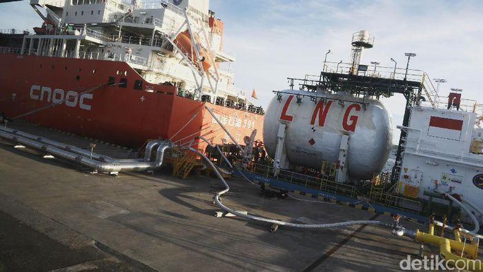 Ilustrasi LNG. Foto: Dikhy Sasra