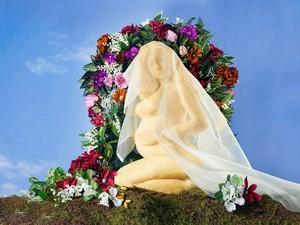 Foto Hamil Beyonce Kini Jadi Patung Keju