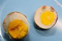 Apakah  Warna Kuning Telur Pucat dan Oranye Beda Nutrisinya?
