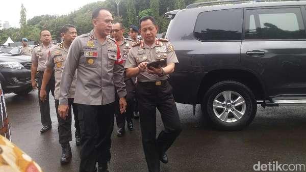 Kapolri Sambangi Pos Pengamanan Aksi 313 di Depan Istana