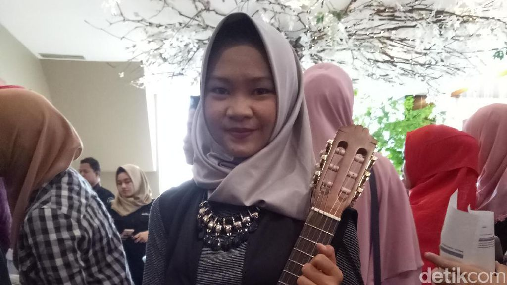 Main Gitarlele Jadi Cara Siti Pikat Juri di Sunsilk Hijab Hunt Palembang