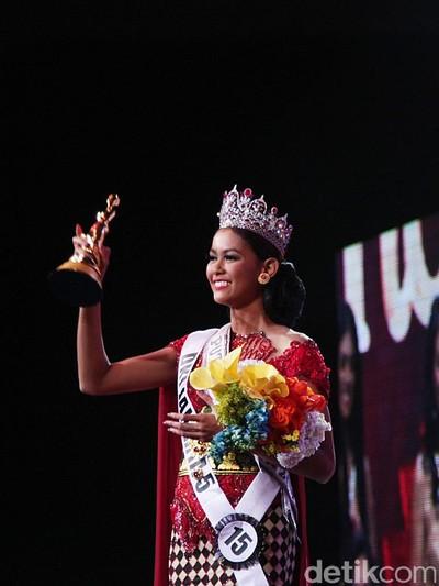 Bunga Jelitha saat memenangkan gelar Puteri Indonesia 2017. (Foto: Muhammad Abduh)