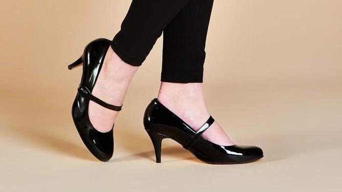8faaeee6eaa3 Desainer Inggris Ciptakan High Heels Anti Sakit Walau 18 Jam Berdiri