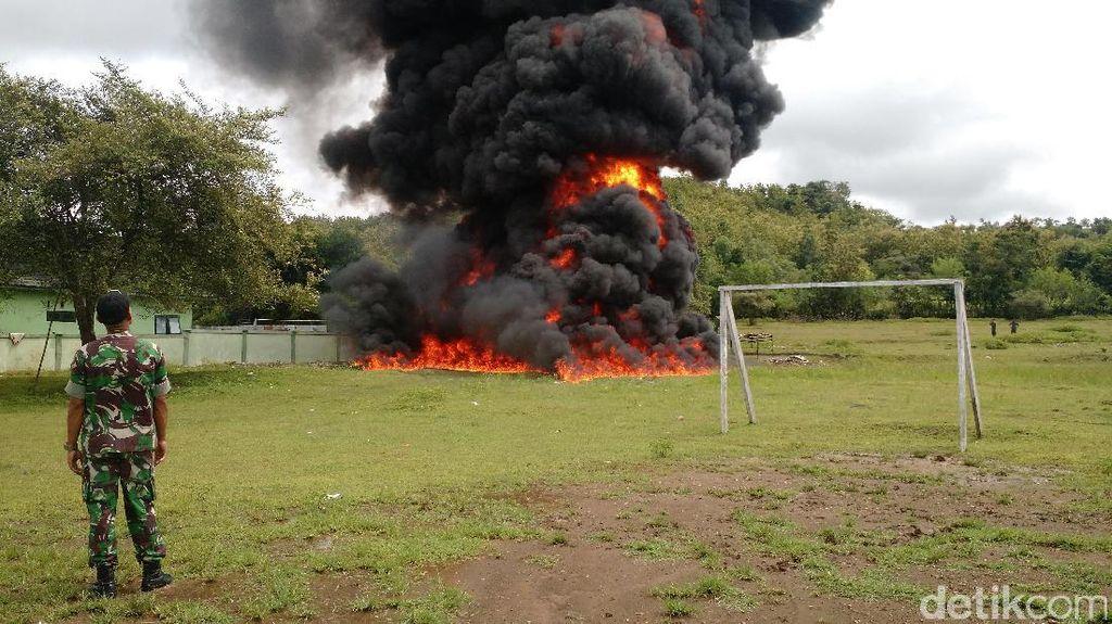 Video: 5.625 liter BBM Selundupan di Perbatasan RI-Timor Leste Dibakar
