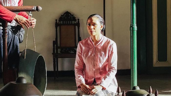 Adinia Wirasti / Kartini