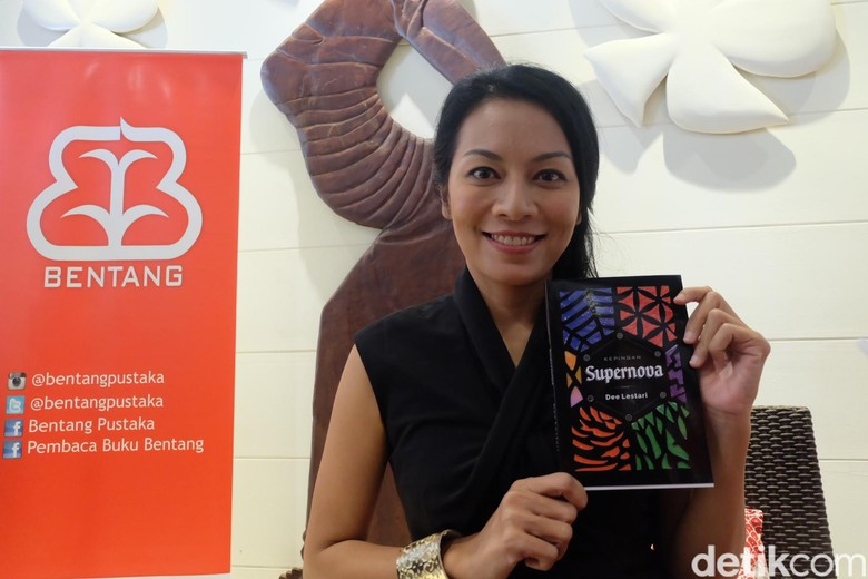 Dirahasiakan Sembilan Bulan, Dee Lestari Bocorkan Buku Baru