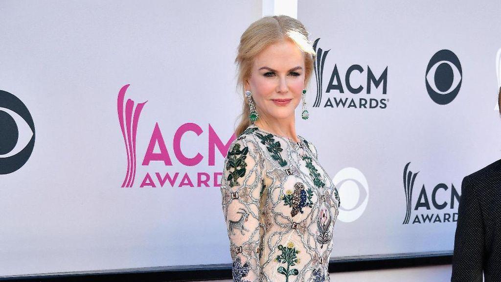 Obsesi Baru Nicole Kidman: Pakai Gaun Bermotif Binatang