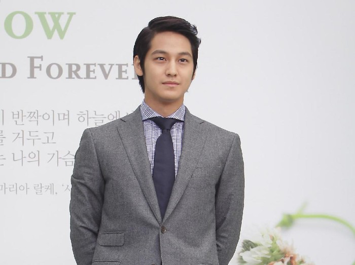 SEOUL, SOUTH KOREA - AUGUST 10:  Actor Kim Bum arrives for wedding ceremony of Lee Byung-Hun and Rhee Min-Jung at the Hyatt Hotel on August 10, 2013 in Seoul, South Korea.  (Photo by Chung Sung-Jun/Getty Images)