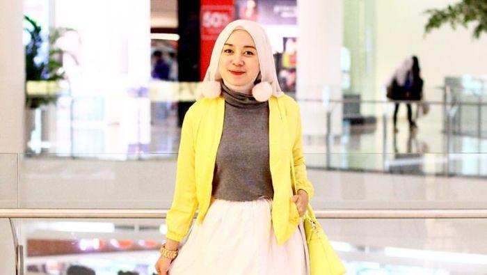 Foto Agar Tak Dikritik Seperti Syahrini Ini Padu Padan Rok Mini