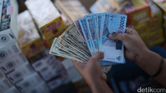 Benarkah Dolar AS Ngamuk Tekan Daya Beli? Begini Datanya