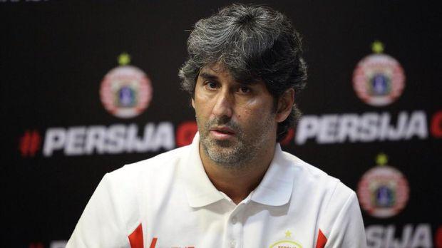 Stefano Cugurra tidak ingin peluang menjadi juara Liga 1 2018 sirna karena wasit.
