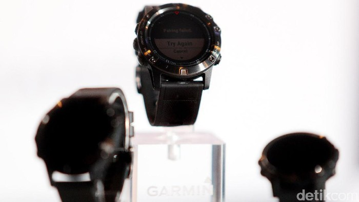 Garmin merilis jam tangan pintar berbagai ukuran melalui seri Fenix 5. Berbagai teknologi disematkan guna mendukung kegiatan outdoor.