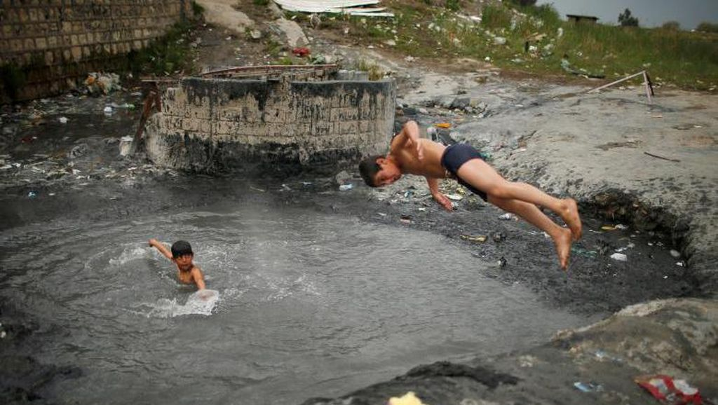 Warga Irak Hadapi Suhu Panas Melampaui 50 Derajat Celcius