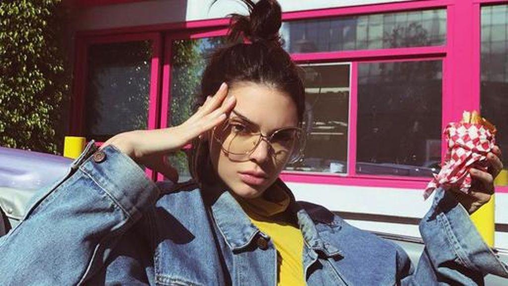 Kendall Jenner Dikabarkan Hisap Ganja Saat Seru-seruan di Coachella