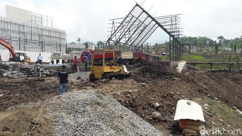 Kerangka Bangunan Jatim Park 3 Runtuh 7 Pekerja Terluka