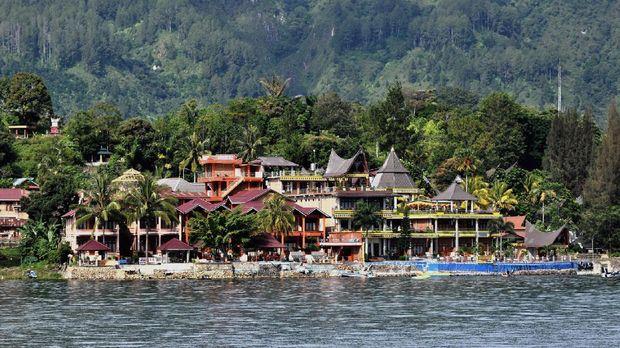 Sejak 2016 Danau Toba dicanangkan sebagai salah satu dari 10 kawasan strategis pariwisata nasional yang menjadi prioritas Kementerian Pariwisata.