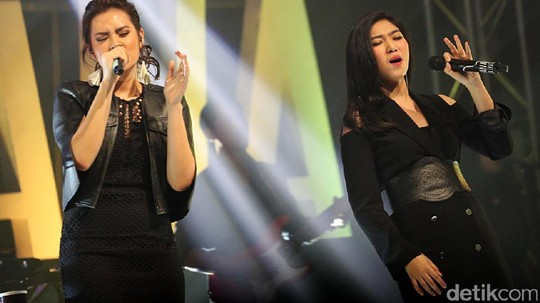 Kemeriahan Showcase Raisa & Isyana