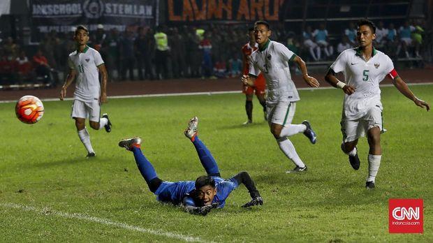 Satria Tama, salah satu kiper muda potensial di Timnas Indonesia U-23.