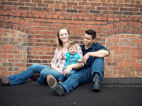 Patut Dicontoh, Pasangan Cerai Ini Buat Foto Keluarga Tiap Tahun