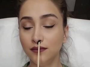 Video Cabut Bulu Hidung Ini Jadi Viral