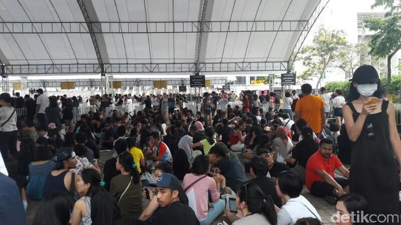 Gate di Buka Pukul 05.00, Antrean Penonton Konser Coldplay Semakin Ramai