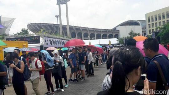 Duh, Ini Antrean Panjang Penukaran Tiket Coldplay di Bangkok