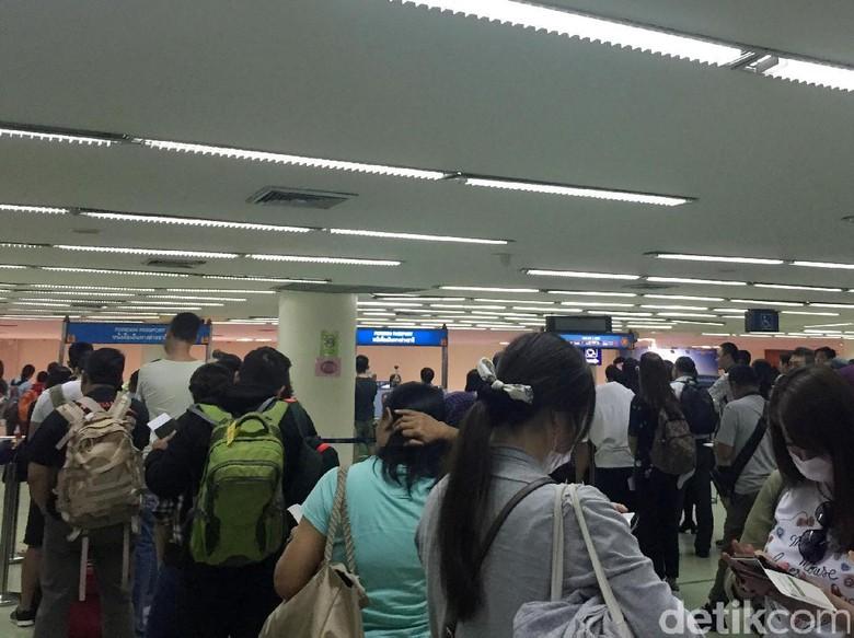 Antrean Calon Penonton Coldplay Juga Mengular di Bandara Bangkok