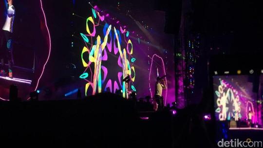 Antre Seharian, Begini Meriahnya Konser Coldplay di Bangkok