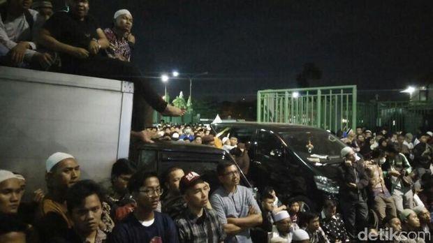 Warga Antusias Simak Dakwah Dr Zakir Naik di Bekasi