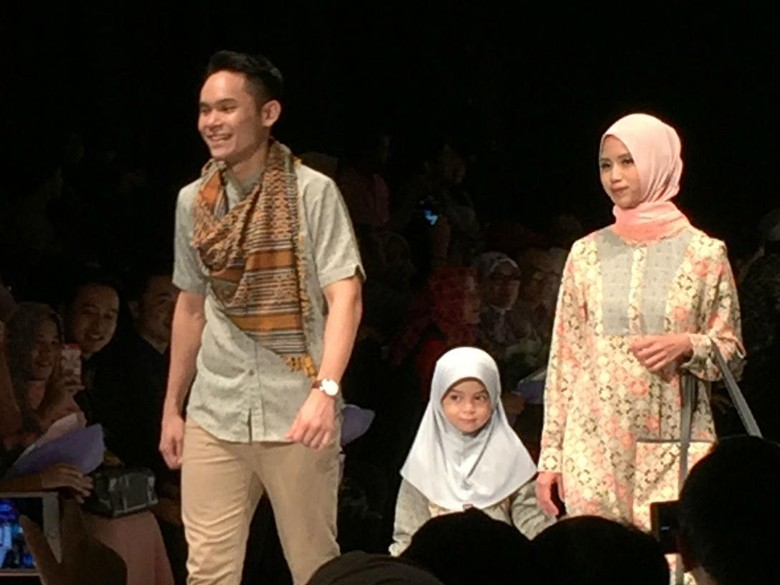 Ben Kasyafani Ajak Keluarga Nikmati Keindahan Kota Padang