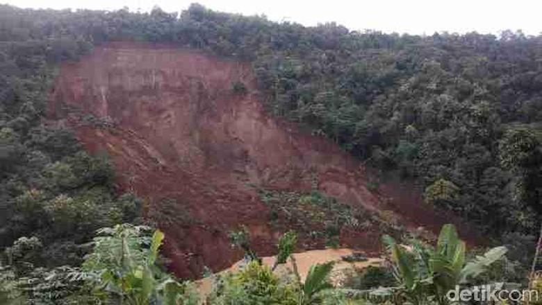 BNPB dan UGM Bangun 24 Sistem Peringatan Dini Bencana Lonsor