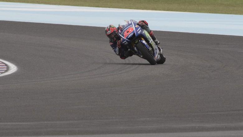 Vinales Juara di Argentina, Marquez Crash