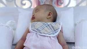 Lucunya Bayi Perempuan Ussy dan Andhika