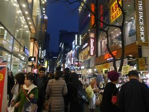 Bergelimang Kosmetik di Myeongdong, Korea Selatan