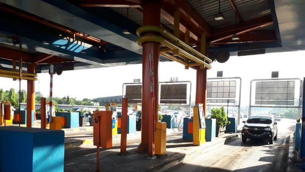 Sempat Ditutup, GT Tol Karang Tengah Barat Menuju Jakarta Kembali Normal