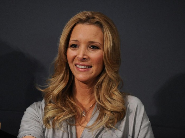 NEW YORK - MARCH 03:  Actress Lisa Kudrow promotes Who Do You Think You Are? at the Apple Store Soho on March 3, 2010 in New York City.  (Photo by Jason Kempin/Getty Images)