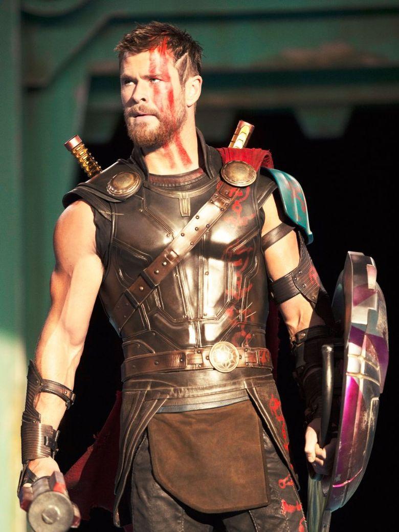 Penampilan baru Chris Hemsworth dengan rambut pendek dan cat merah jadi sorotan beberapa waktu lalu. (Dok. Walt Disney Studios Motion Pictures)
