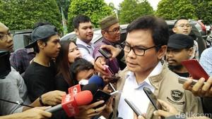 Bantah Amien Rais, Istana: Bagi-bagi Sertifikat Jokowi Nyata