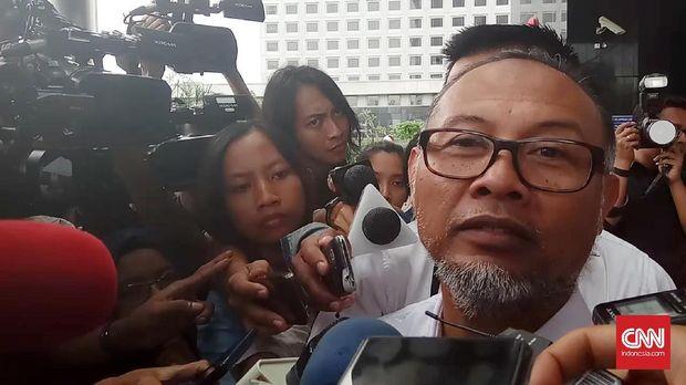 Ketua Tim Kuasa Hukum Prabowo-Sandi, Bambang Widjojanto, menyebut posisi Ma'ruf di bank-bank syariah melanggar UU Pemilu.