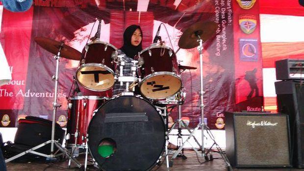 Viral, Aksi 3 Hijabers Asal Garut Bawakan Lagu Metal Dipuji Netizen