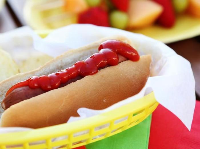Menurut peneliti bukan hot dog yang jadi sumber masalah serangan jantung sang anak, melainkan karena sindrom langka. (Foto ilustrasi: iStock)