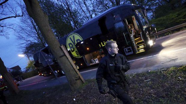 Bus Dortmund diserang jelang laga melawan Monaco.