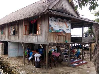 Rumah Panggung & Tradisi Memberi Makan Leluhur di Wakatobi