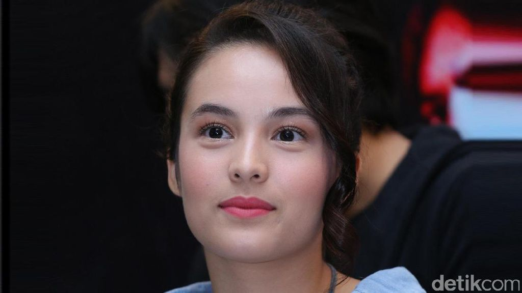 Chelsea Islan Raih Penghargaan Innovative Young Leader 2017